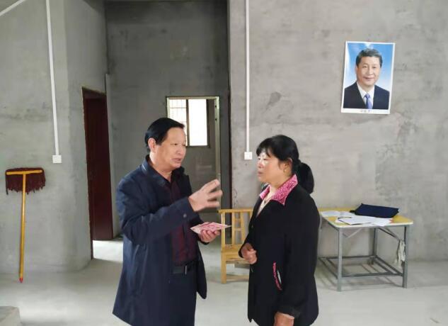 市民政局赴蛤蟆石村帮困解难题